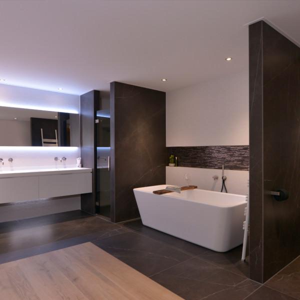 Een luxe, design badkamer